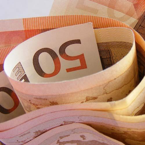 Durch einen Fondssparplan können sparplanfähige Fonds bereits ab 25 Euro bespart werden. Dabei steigern günstige Konditionen die Rendite.