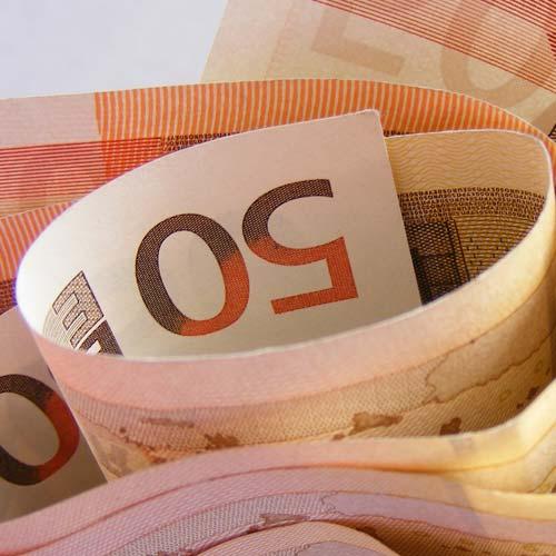 Einen Sparplan mit Fonds als Geldanlage nutzen. Fonds mit attraktiven Renditen sind als sichere Geldanlagen geeignet.
